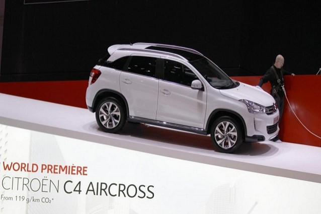 citroen c4 aircross il nuovo suv francese in anteprima al salone di ginevra. Black Bedroom Furniture Sets. Home Design Ideas