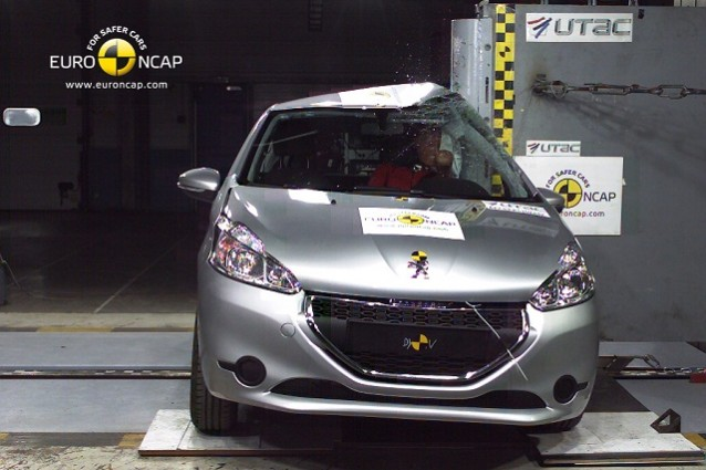Crash test Peugeot 208, la 5 porte si rivela molto sicura.