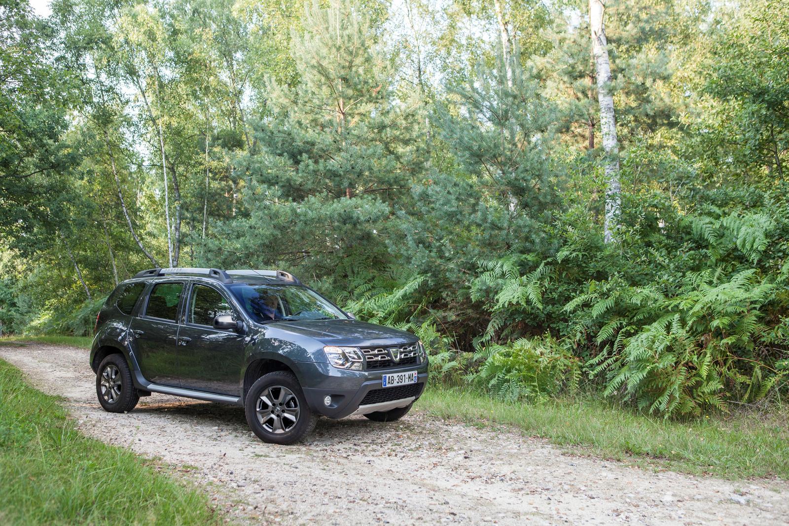 Dacia duster 2014 aumentano le dotazioni ma non i prezzi for Immagini dacia duster