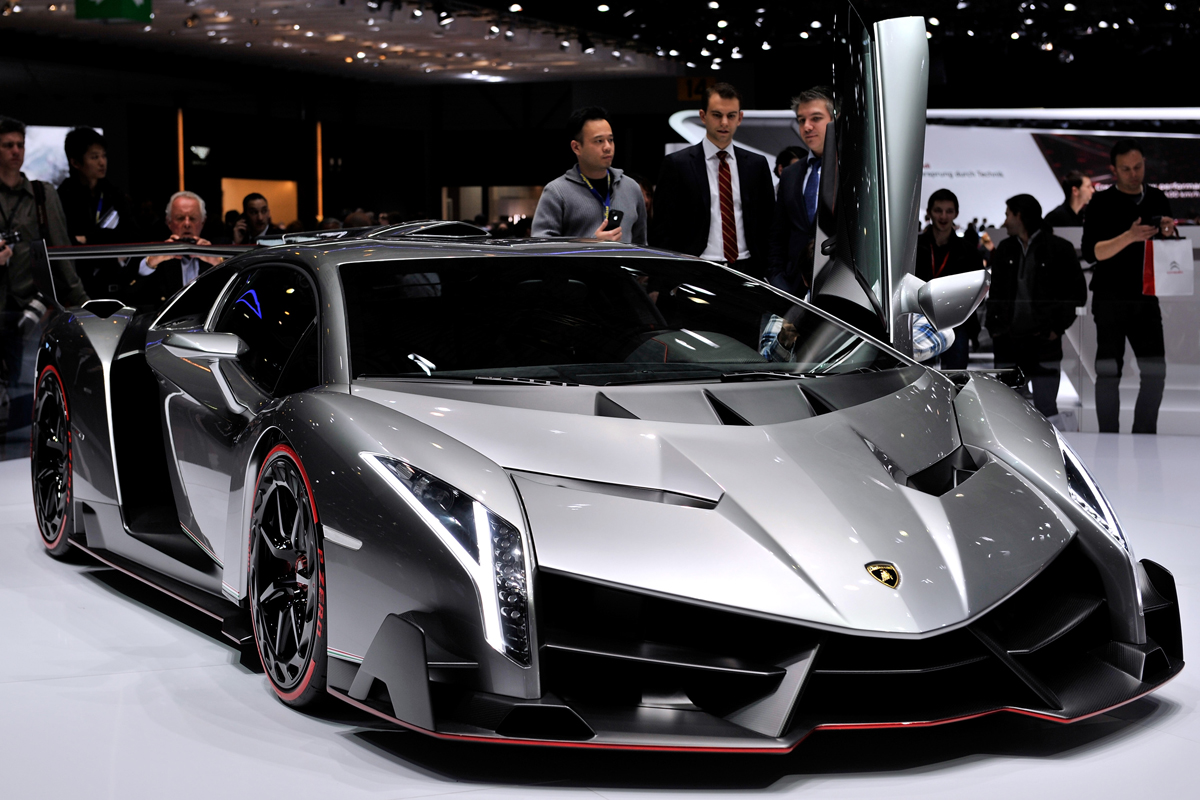 lamborghini veneno oltre 3 milioni di euro per uno dei 3 esemplari video e gallery motori. Black Bedroom Furniture Sets. Home Design Ideas
