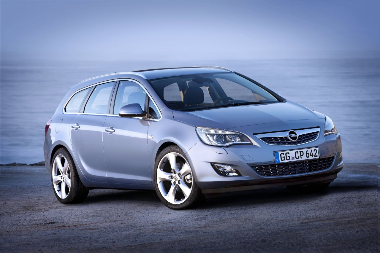 opel astra sport tourer foto ufficiali della nuova wagon. Black Bedroom Furniture Sets. Home Design Ideas