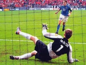 cucchiaio totti in italia olanda europei 2000