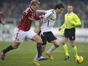 Gli emiliani hanno prelevato in prestito temporaneo dal Cesena Marco Parolo. Il centrocampista è il quinto giocatore acquistato dal Parma, prima di lui alla corte di Donadoni sono arrivati Ninis, Pabon, Amaurì e Belfodil.