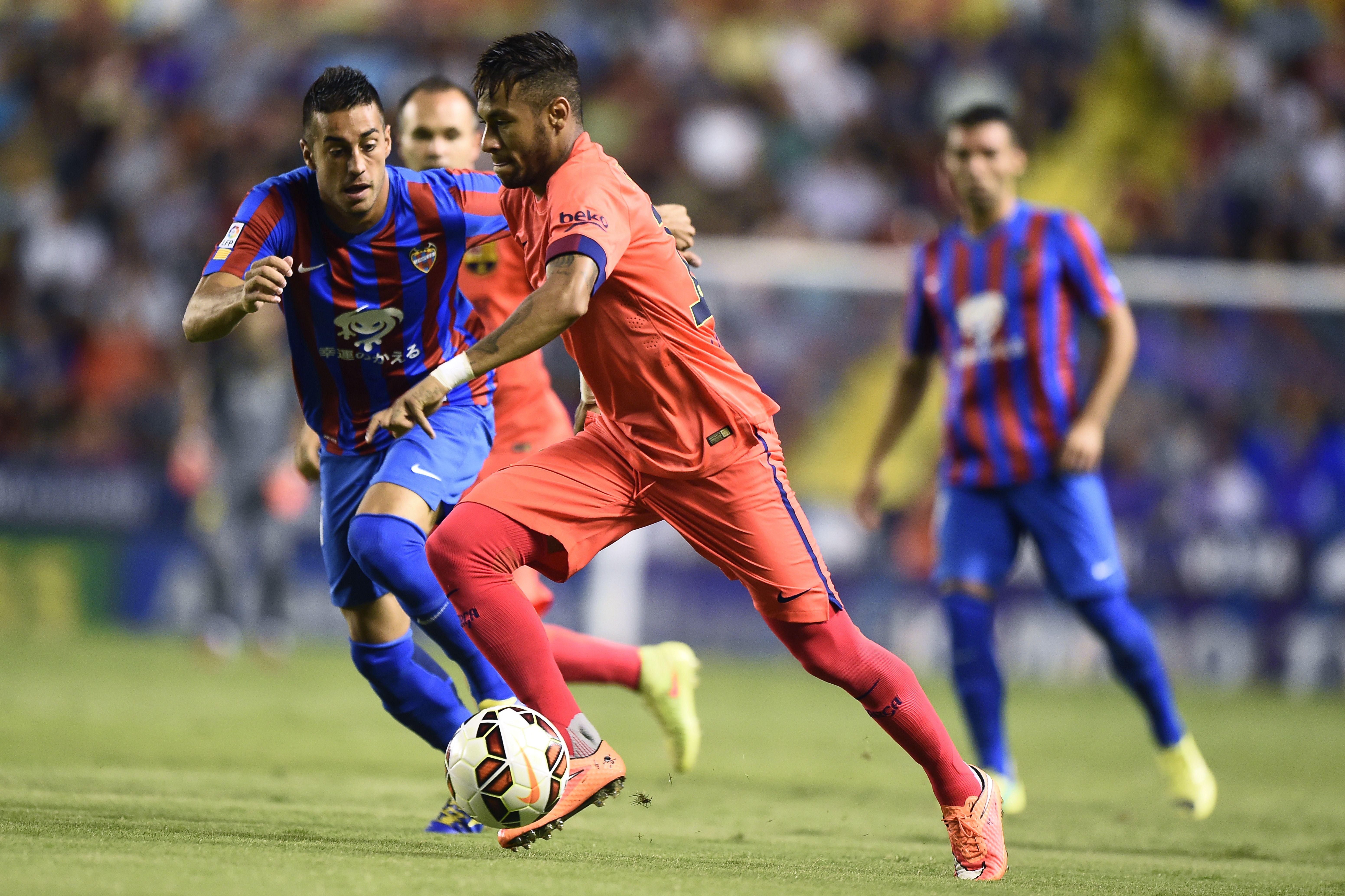 Neymar Prende Una Botta Alla Caviglia Sarrabbia La