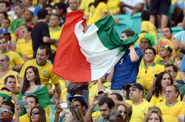 Le immagini dei tifosi di italia e brasile calcio fanpage