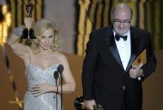 """Tra francesi e hollywoodiani purosangue, ci sono anche due """"mangiaspaghetti"""" al cui cospetto il mondo del cinema si inchina: Dante Ferretti e Francesca Lo Schiavo premiati per la direzione artistica per il magico Hugo Cabret di Martin Scorsese."""