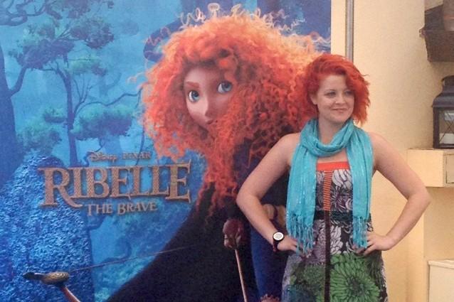 Rosso fuoco per Noemi, interprete della colonna sonora del film, in uscita nelle sale il 5 settembre, Ribelle - The Brave.