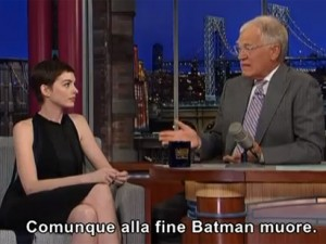 Letterman svela il finale di Batman 3, la Hathaway si dissocia in diretta (VIDEO).