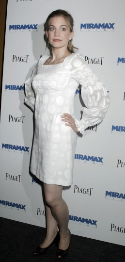 anna-chlumsky-in-bianco
