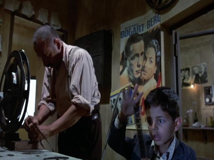 Philippe Noiret e Salvatore Cascio in Nuovo Cinema Paradiso (1988)