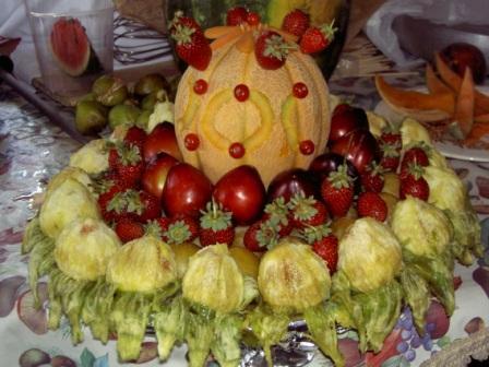 Composizioni di natale con frutta albero e tavola nei for Composizioni natalizie fai da te