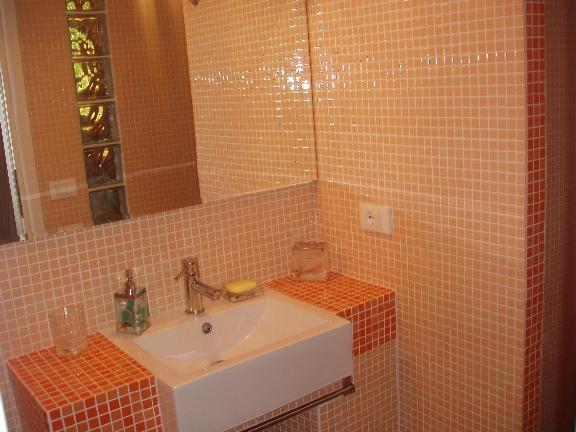Arredamento bagno in muratura alternativa ai mobili - Arredamento da bagno ...