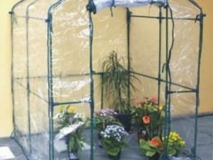 Giardinaggio fai da te come costruire una serra sul for Mini serra da balcone