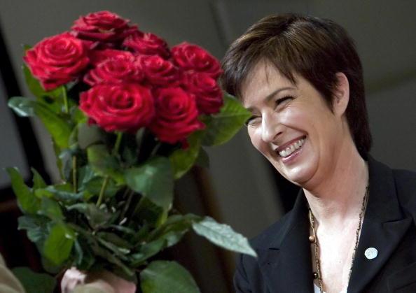 festa della mamma idee regalo come fare una rosa con la stoffa. Black Bedroom Furniture Sets. Home Design Ideas