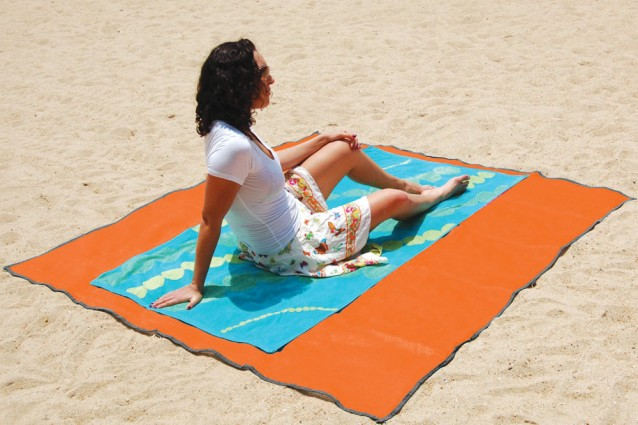 http://static.fanpage.it/donnafanpage/wp-content/uploads/2011/07/Sandless-Beach-Mat-638x425.jpg