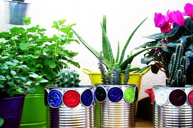 L'arte del riciclo: creare con la latta, dai vasi alle lanterne.