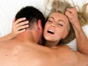 Una delle pratiche femminili più diffuse in intimità fa male, allo spirito e al corpo, ma soprattutto al rapporto di coppia. Superare i propri limiti esternandoli al partner è più semplice di ciò che si pensi.