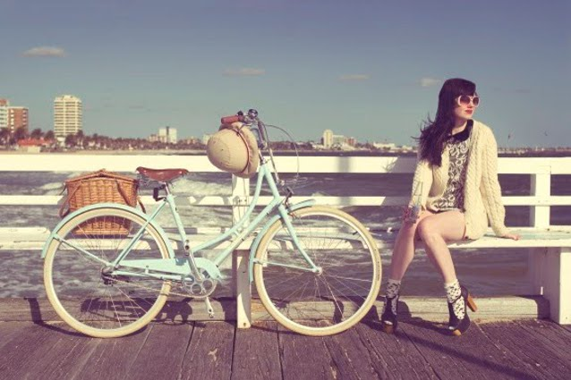 Se la bici diventa fashion. Stili e accessori per pedalate eco-sostenibili.