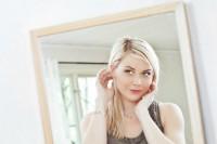 We women donne allo specchio per imparare ad amare il proprio corpo - Valeria allo specchio ...