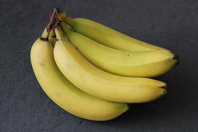 10 utilizzi della la buccia di banana: dalle pulizie ai trattamenti di bellezza.