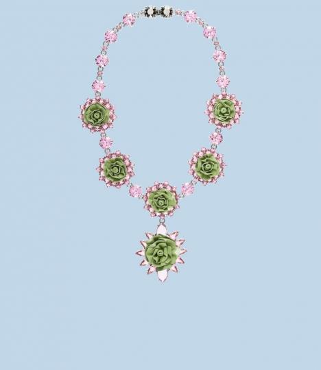 collier-con-fiori-in-resina-di-prada