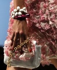 pochette-e-bracciale-floreal-di-blugirl