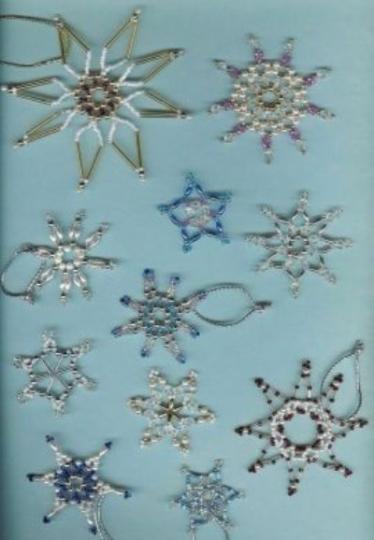 Lavoretti Di Natale Con Perline.Addobbi Fai Da Te Con Pigne E Perline Su Albero Di Natale