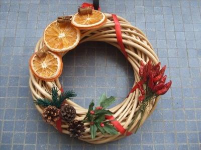 Addobbi natalizi fai da te palline di natale con la - Decorazioni con frutta essiccata ...