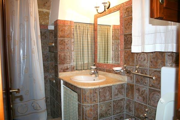 Arredamenti bagno in muratura donna fanpage for Arredo bagno in muratura