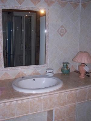 Arredamenti bagno in muratura donna fanpage - Bagno moderno in muratura ...