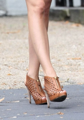 blake-lively-scarpe-marron-gossip-girl-4