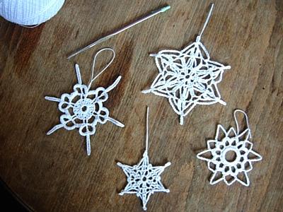 Uncinetto per decorazioni natalizie donna fanpage - Decorazioni uncinetto ...