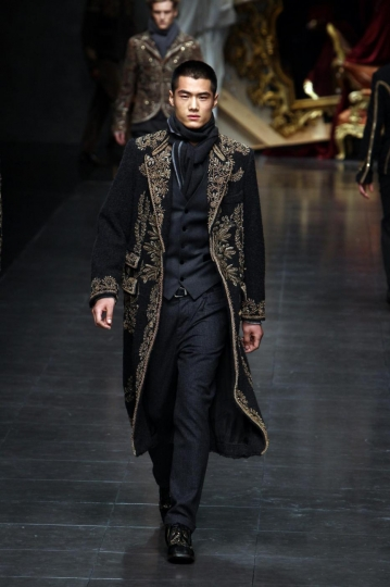 cappotto-nero-e-decori