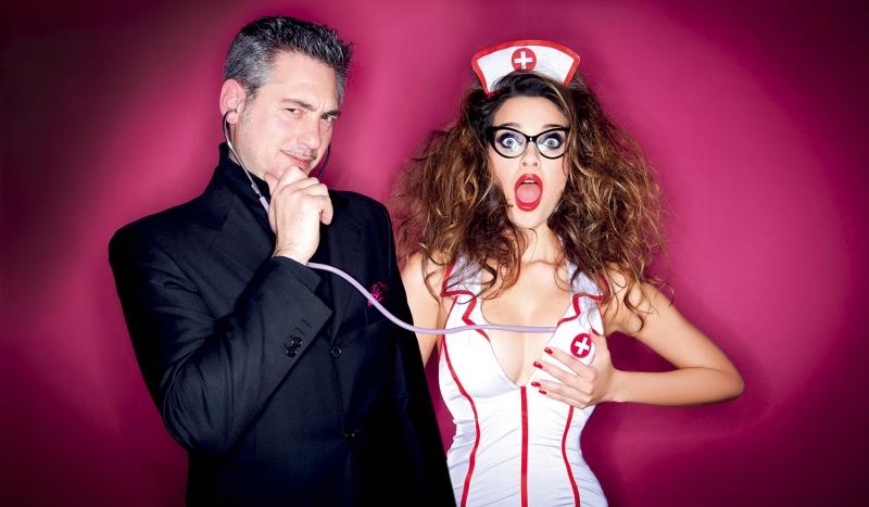 Il sessuologo Marco Rossi interpretato dalle Pink