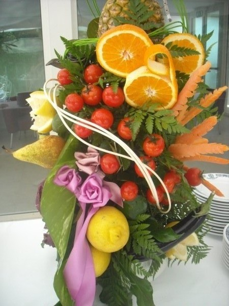 Composizioni di natale con frutta albero e tavola nei - Centrotavola di natale decorazioni ...