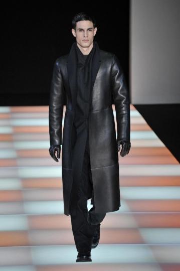 best loved af806 0c3d4 Il dark style di Emporio Armani | Donna Fanpage