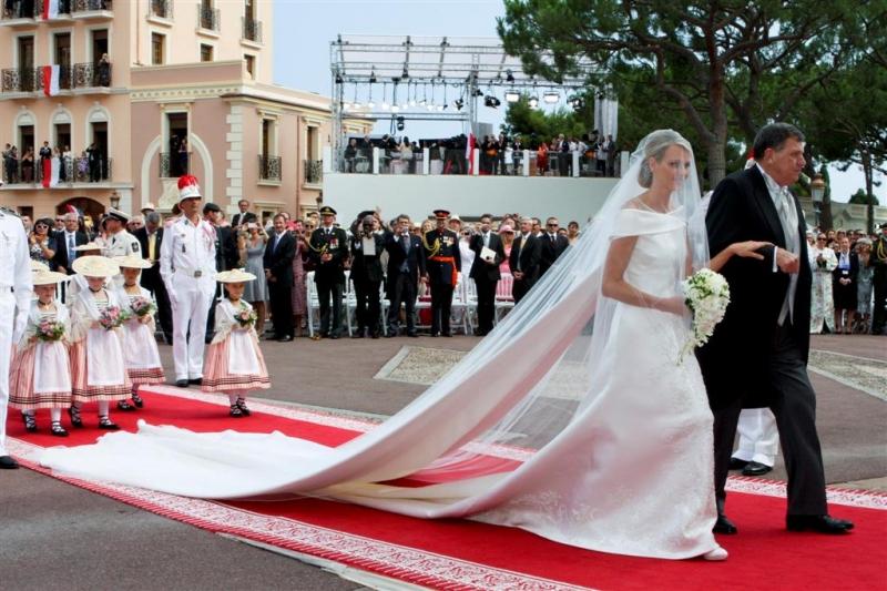 armani-crea-l-abito-da-sposa-di-charlene-di-monaco