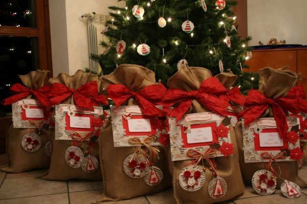 Pacchetti di natale tante idee originali per realizzarli - Pacchetti natalizi fai da te ...