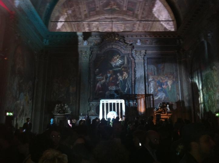 il-party-nella-chiesa-sconsacrata