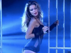 Isola dei Famosi 2010: Nina Senicar e Aura Rolenzetti hot, il video.