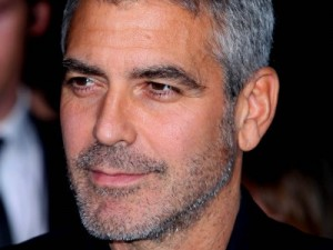 George Clooney al Tribunale di Milano, rafforzato il servizio d'ordine.