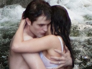 Breaking Dawn: le prime foto hot di Pattinson e Stewart.