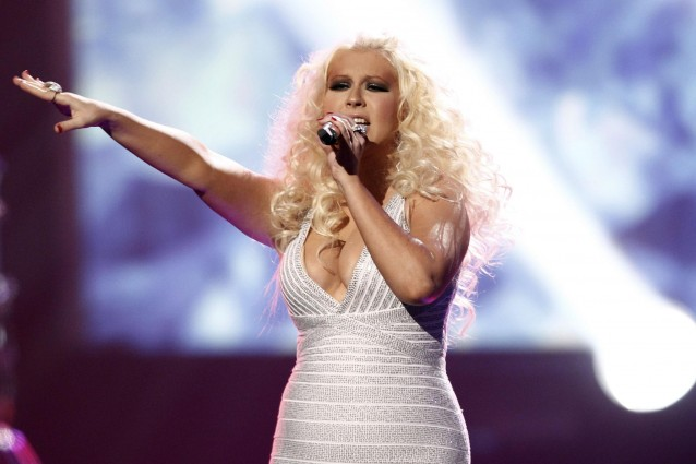 Christina Aguilera grassa e irriconoscibile ai Music Awards 2011.