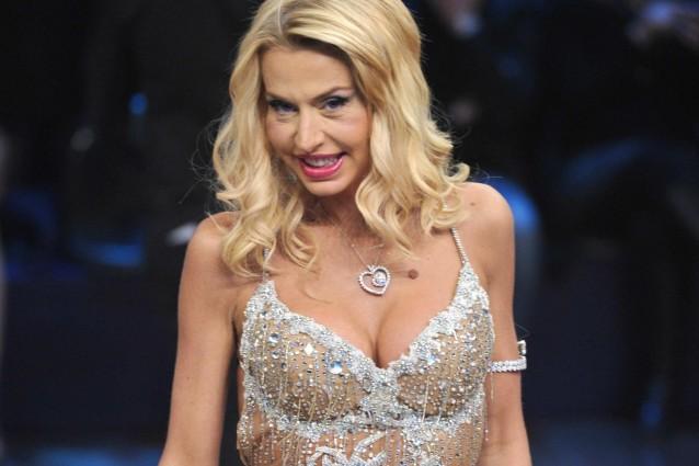 Sebbene sia praticamente sconosciuto al mondo della cronaca rosa, la showgirl Valeria Marini ha annunciato il suo imminente matrimonio con Giovanni Cottone