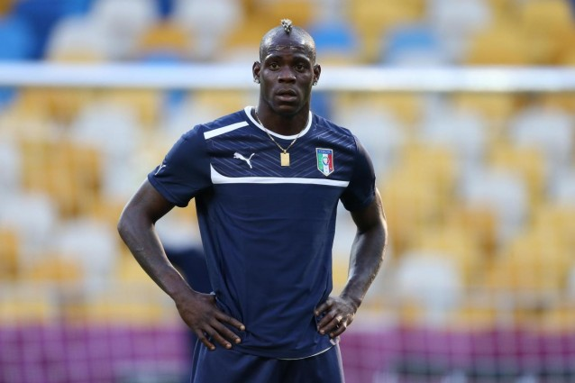 Mario Balotelli smentisce ufficialmente Raffaella Fico.