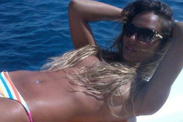 Sarah Nile in topless su Facebook (FOTO).