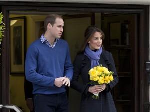 La Duchessa di Cambridge accompagnata dal principe WIlliam lascia l'Ospedale e si dirige verso la residenza di Kensington Palace. Potrebbe essere la sua ultima apparizione in pubblico fino alla fine della gravidanza.