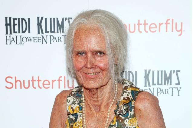 Heidi Klum travestita da vecchia