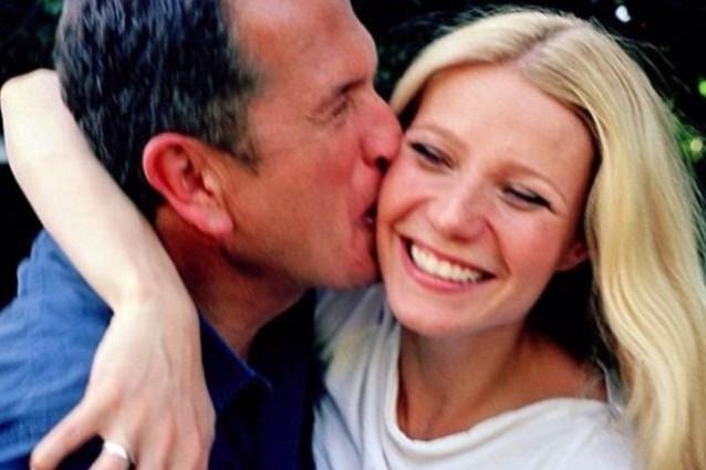 Mentre Chris Martin toglie la fede, Gwyneth Paltrow bacia ... Gwyneth Paltrow Instagram