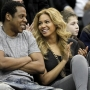 La Knowles e il rapper durante una partita di nba